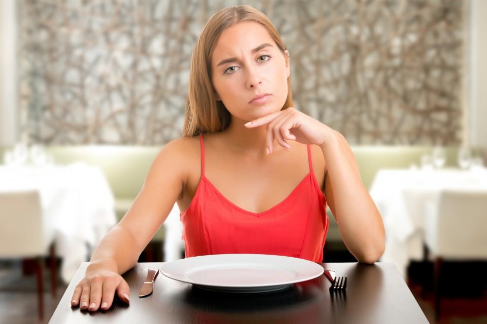 Quais são as principais causas e como lidar com a perda do apetite do paciente com câncer